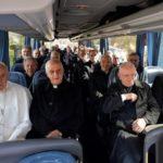 Papa retorna ao Vaticano após retiro e faz doação à Síria