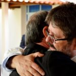 Monsenhor Luiz Ricci recebe solidéu e cruz peitoral