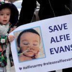 """Alfie Evans é vítima de """"perversão"""" econômica"""