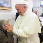 Papa: pobres nos ajudam a redescobrir a beleza do Evangelho